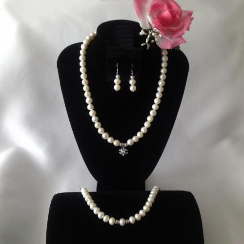 20.5 Inch Fresh Water Pearl Necklace Necklace, Earring and Bracelet Trio
